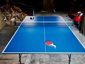 Tischtennisplatte im Kuhstall